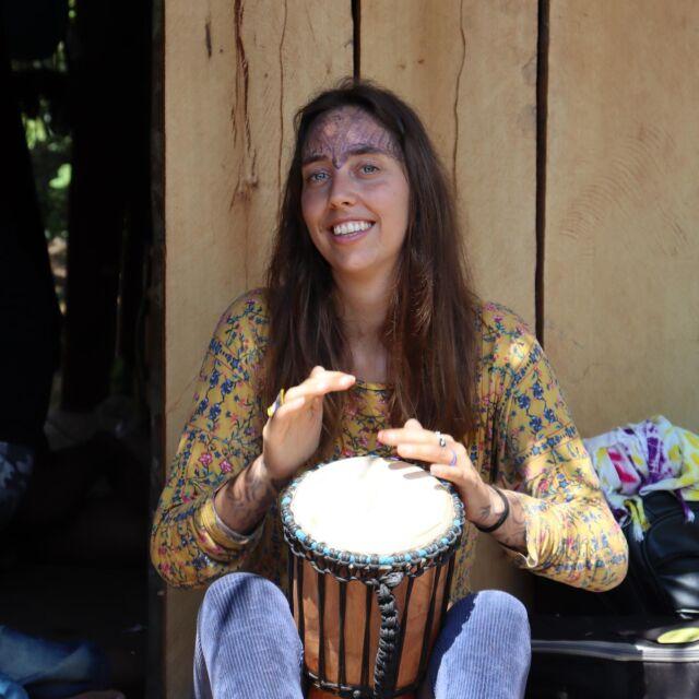 🇪🇸🇬🇧👇🏽 🇧🇷 Você me perguntou sobre minha experiência com ayahuasca. É claro que é um processo pessoal para todos, portanto, será uma experiência diferente para todos.  O que eu acho muito especial é que beber Ayahuasca vai junto com uma instrução especial. Quem o serve a você é o xamã. Você não se torna apenas um xamã. Para isso você tem que ser escolhido pelos espiritos. As cerimonias são acompanhadas por muita música.  Cada música que é cantada tem uma função e significado que você não pode simplesmente cantá-la a qualquer momento. Depois de beber um ayahuasca, você deve se concentrar para que o poder sobrenatural entre em você. s vezes isso funciona melhor do que o normal, mas é uma sensação especial.  Se você quiser saber mais detalhes me mande um pm  🇪🇸 Me preguntaste sobre mi experiencia con la ayahuasca. Por supuesto que es un proceso personal, por lo que será una experiencia diferente para todos. Lo que encuentro muy especial es que tomar Ayahuasca va acompañado de una ceremonia especial. Quien te sirve es el chamán. No te conviertes en chamán fácilmente. Para eso tienes que ser elegido por los espíritus. Las ceremonias van acompañadas de mucha música. Cada canción que se canta tiene una función y un significado que no se puede cantar en cualquier momento. Después de tomar ayahuasca, debes concentrarte para que el poder sobrenatural entre en ti. Es unss a sensación especial. Si quieres saber más detalles envíame un pm  🇬🇧You asked me about my experience with ayahuasca. Of course it is a personal process for everyone, so it will be a different experience for everyone. What I find very special is that taking Ayahuasca goes along with a special ceremonie. Who serves you is the shaman. You don't just become a shaman. For this you have to be chosen by the spirits. The ceremonies are accompanied by a lot of music. Every song that is sung has a function and meaning that you can't just sing at any time. After taking ayahuasca, you must concentrate so that the superna